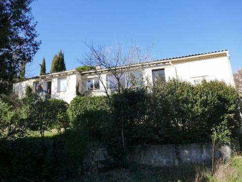Villa f4 avec Terrain de 3429 M2 avec une partie constructible