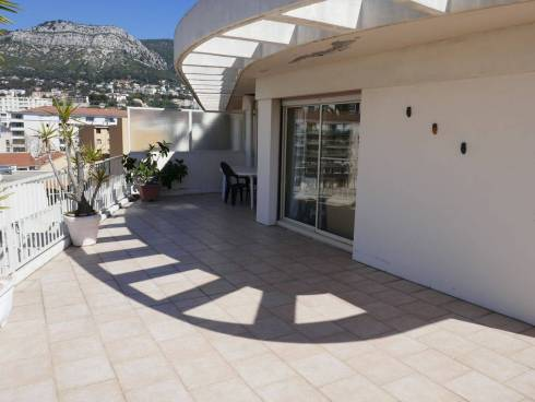Appartement f2 avec grande Terrasse avec vue sur Toulon,Viager Occupé sur St Jean du Var