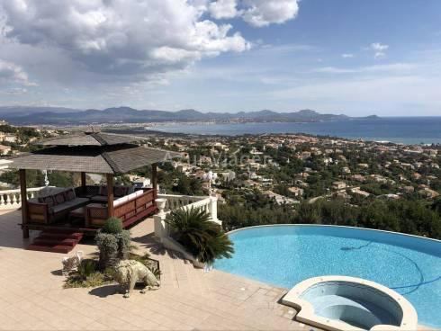 Villa d'environ 800m2 aux Issambres - Vue Mer Panoramique