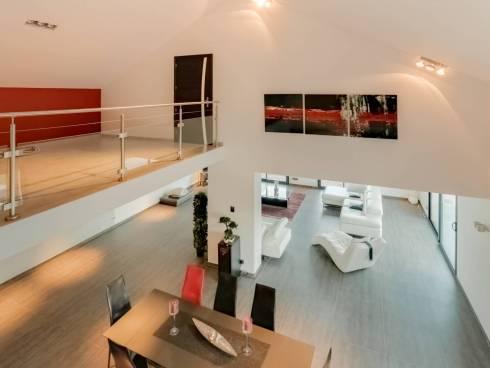 Mercury Maison contemporaine vue exceptionnelle piscine à débordement