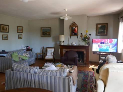 Villa f4 avec beau Terrain et Piscine,Cuers,Viager Occupé ,87 et 85 ans.