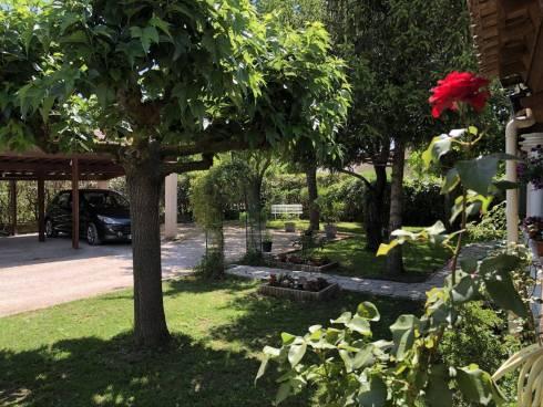 Maison F4 sur 520m2 de jardin + Dépendances