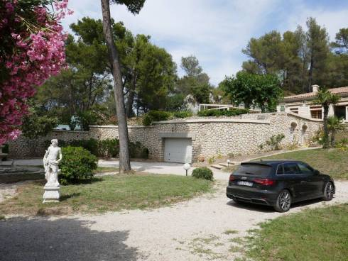 Villa  f7 sur un terrain de 3 hectares 200 avec Piscine,au coeur des Alpilles, Saint Remy de Provence,Viager Libre