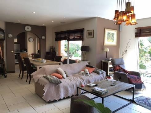 Villa F4 + F2 avec Piscine sur 1300m² de Terrain