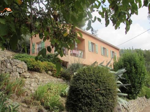 Vue sur les collines - Jolie villa en position dominante