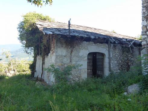 St Vincent de Mercuze, belle grange et terrain