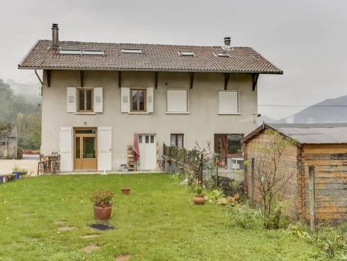 Saint Vincent de Mercuze belle villa rénovée entièrement de 106 m² au calme