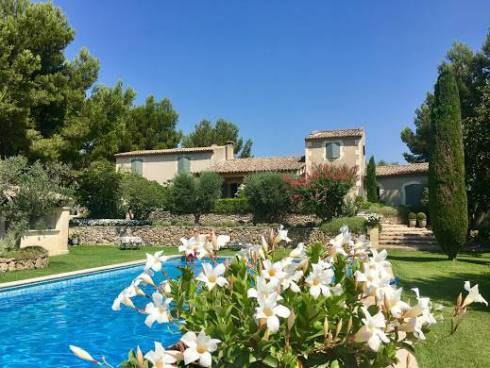 Mas Provençal de 350 M2 sur un Terrain de 6000 M2 ,Vente à Terme Libre Aureille 13930
