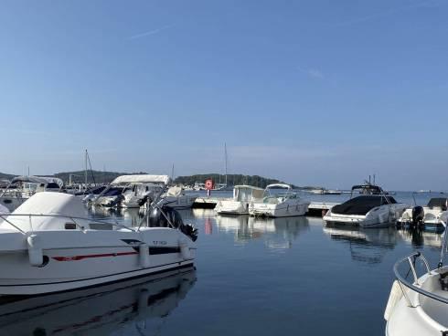 Appt T1 à 3mn à pied port et plage du BRUSC, proximité départ Iles des EMBIEZ