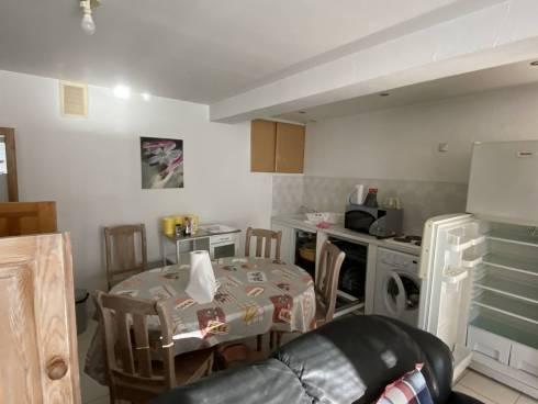 LIBRE de Suite : 2 Appartements F2 et F3 à 100m de la Plage et 300m du Port de Carqueiranne
