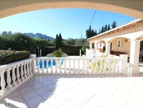 SOUS COMPROMIS - Villa plain pied avec piscine, t2 indépendant et garage.