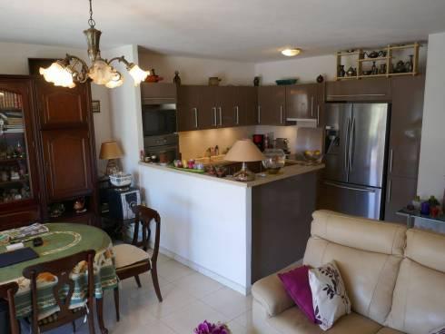 Appartement,f3,Grande Terrasse ,Proche plage,viager Occupé,Dame de 84 ans.
