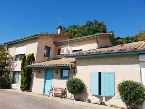A 15 min de Lyon, 35 min de St Exupéry, VIENNE maison de 231 m², piscine à débordement