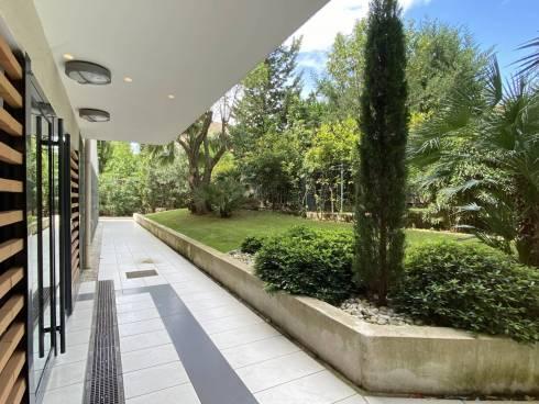 Villa sur le Toit avec Terrasse, PK et Garage dans Résidence de Standing