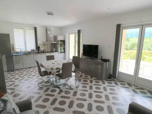 Villa en parfait état sur env. 2000m² de terrain
