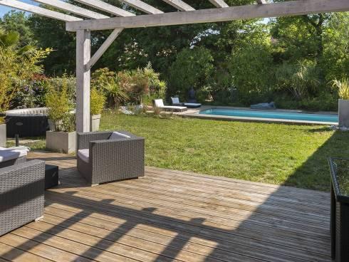 Récente villa très spacieuse avec piscine