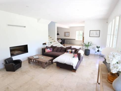 SOUS COMPROMIS - Récente, spacieuse et lumineuse villa