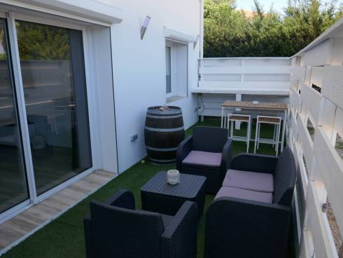 Spacieux appartement neuf en rez-de-jardin.