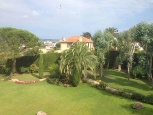 Appartement F2, Golfe Juan, Résidence avec Piscine, Viager Occupé, Dame de 73 ans.
