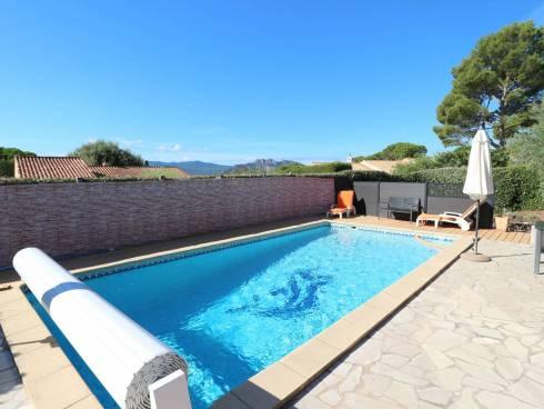 Sous COMPROMIS. Villa de plain-pied 4 chambres, piscine, garage, vue !