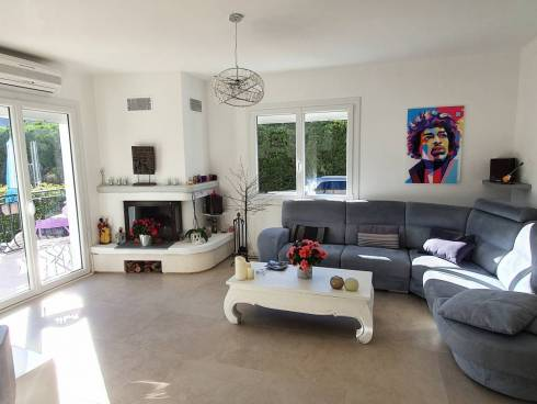 Très belle villa individuelle et rénovée de plain-pied sur 850m² de terrain