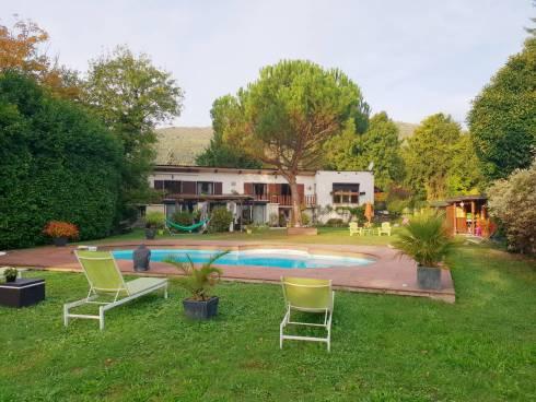 Saint Baldoph, belle maison originale et confortable, beau jardin piscine