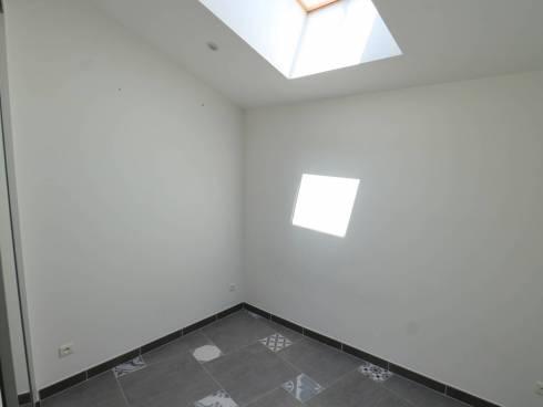 Très beau T2 lumineux, rénové et au dernier étage.