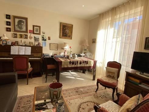 Appartement f2 Plein Centre Ville de St Raphael Viager Occupé Dame de 86 ans