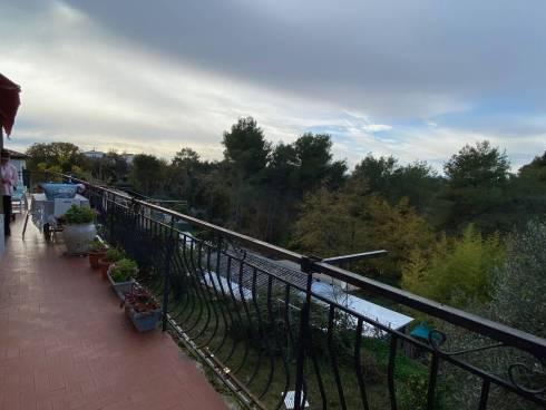 Viager Occupé Appartement F4 (100m²) avec Jardin et Terrasse.