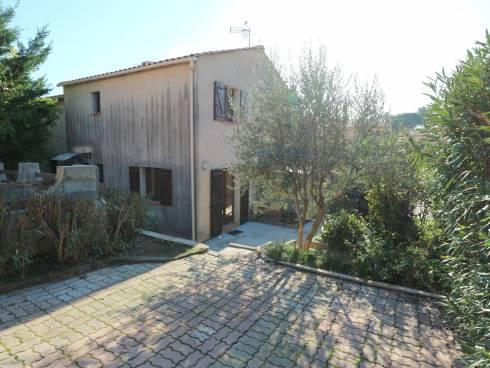 Villa en T4 avec jardin, terrasse et parking