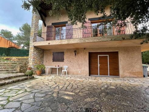 Villa F6 (162m²) sur 1600m² de terrain avec Piscine et Manger de 150m²