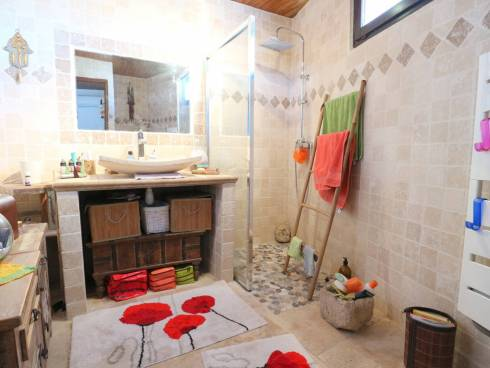 SOUS COMPROMIS - Coquette maison de village en T3. Très bon état général.