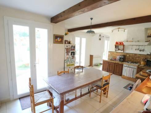 Villa en campagne sur 4 550 m² de terrain au grand calme.
