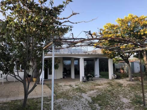 Villa,f3 ,mitoyenne, avec jardin ,St Cyr sur mer, Viager Occupé,74 et 77 ans.