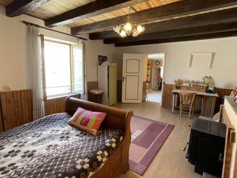 Maison de village avec Grange au coeur de Gironville à 6/7kms de Commercy