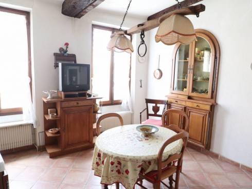 SOUS COMPROMIS - Maison de village à rénover - petit extérieur