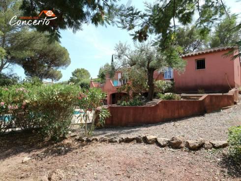 Villa T4 avec 850m² de terrain, garage et piscine