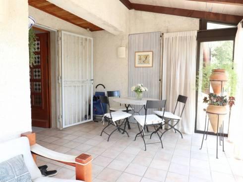 SOUS OFFRE - Belle villa avec piscine et vue dominante