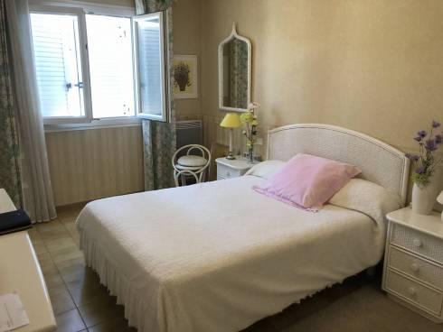 Villa,f5,sur terrain de 524 M2 ,SIX fours les Plages, 500m de la Plage ,Viager Occupé, Dame de 89 ans