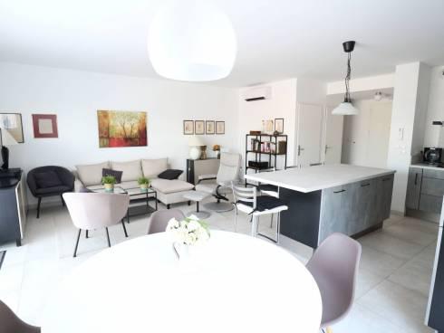 SOUS COMPROMIS - Villa avec 3 chambres, jardin, garage et parking