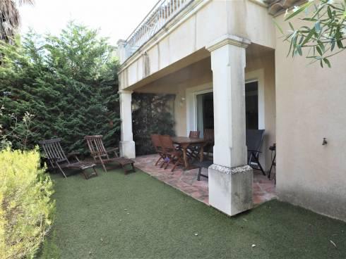 Villa T3 avec jardin et garage. Vendue avec bail en cours
