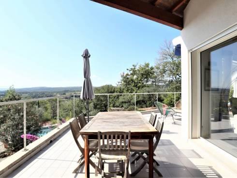 Villa Contemporaine de 150m² avec studio indépendant, piscine et une vue panoramique