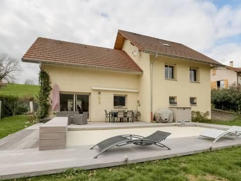 Proche de Chambéry, sur la commune de Novalaise, Maison contemporaine avec piscine