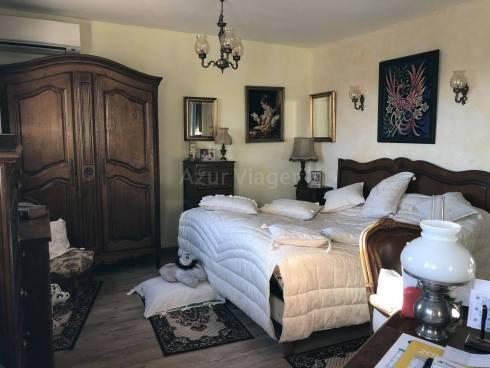 Maison F3 (anciennement F5) sur 255m² - Sect Tour de Mare
