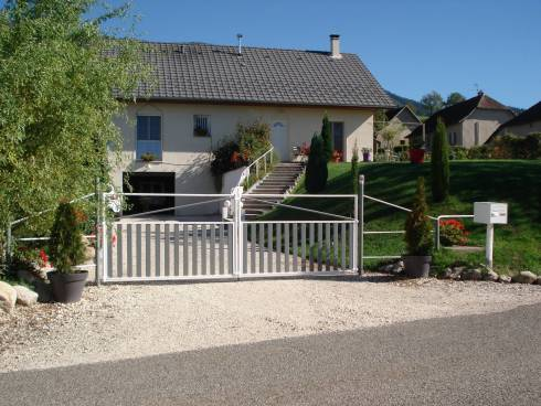Novalaise, sur la commune de Verthemex, villa récente